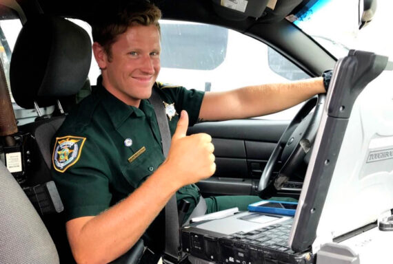 walton county deputy in car giving a thumbs up