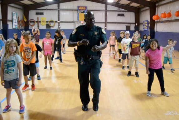 walton county deputy dancing with school kids